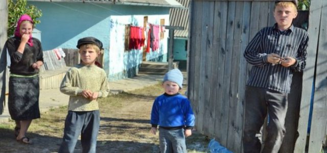 ПОБАЧЕНЕ ШОКУЄ: Як живе село старовірів на Тернопільщині, яке не користується благами цивілізації (ВІДЕО)