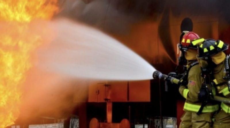 В Києві в ці хвилини колосальна пожежа: Масштаби загорання величезні, пожежники не справляються, розгорнутий штаб з ліквідації…