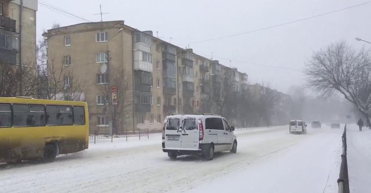 Синоптик ошелешив українців прогнозом на осінь: вдарять морози і піде сніг