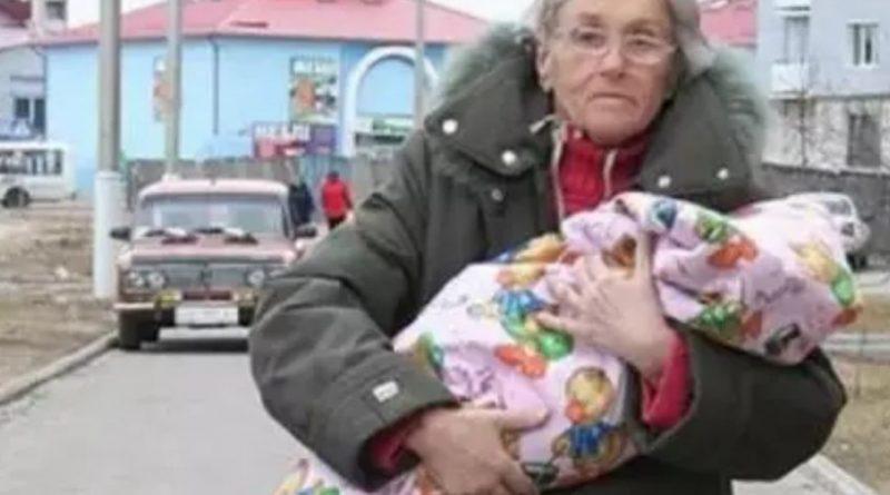 Вперше стала матір'ю в 65 років. Минуло 10 років: як живе літня мати і її дочка зараз…