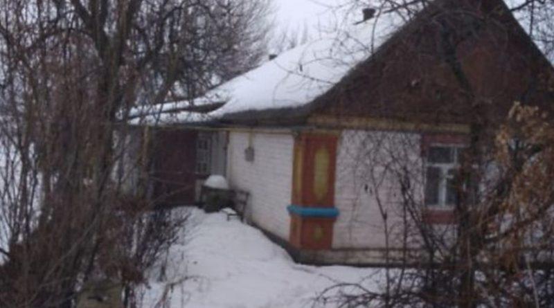 На краю села стояла маленька стара хатина баби Мотрі. Всі люди її минали. Старалися звернути з дороги ще до її вулиці, навіть близько до неї ніхто не підходив. Про Мотрю недобра слава в селі ходила, а все через