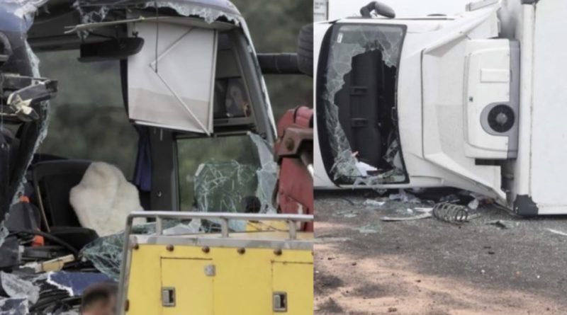 На місце трагедії з'їжджаються батьки і шукають своїх дітей: Автобус зіткнувся з вантажівкою: багато постраждалих