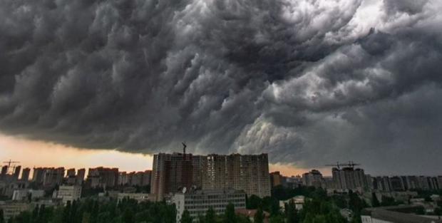 Увага! На Україну надривають грози з градом. ДСНС попередила про небезпеку…