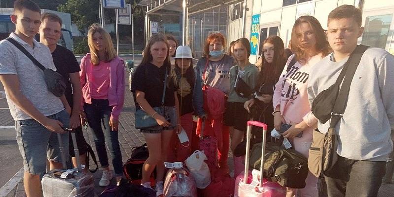 """Це просто шок, як таке могло статися!!!! У Борисполі літак Ryanair """"забув"""" частину пасажирів, серед них – 10 дітей: з'явилися подробиці. Фото"""