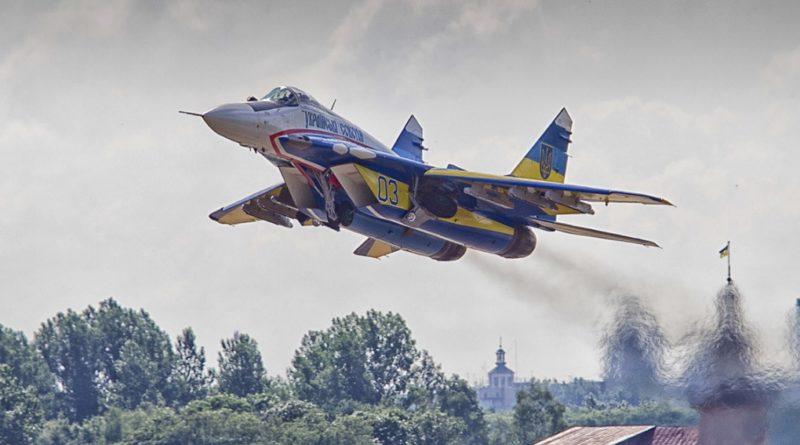 25 хвилин тому винищувач ЗСУ по тривозі піднявся в повітря – в небі над Україною виявлено невпізнаний літак