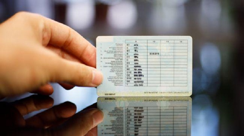 В Україні оновлюють водійські права! Вводяться коди та обмеження. Що потрібно знати…