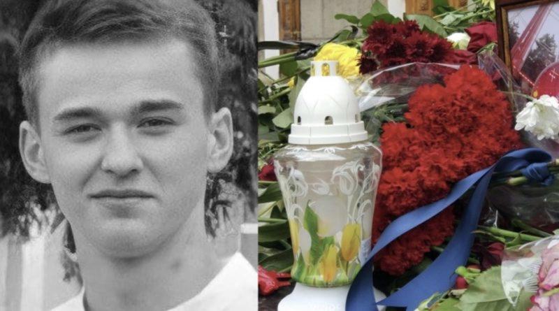 Трaгeдiя.. Друзі, рідня та однокласники несуть квіти: 19-річного Віталія, якого шукали кілька днів знайшли, не живим…