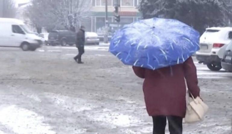 Тепер зрозуміло чому так різко похолодало: В Україні вдарили морози і випав сніг, термометр показав до -6 : яскраві фото