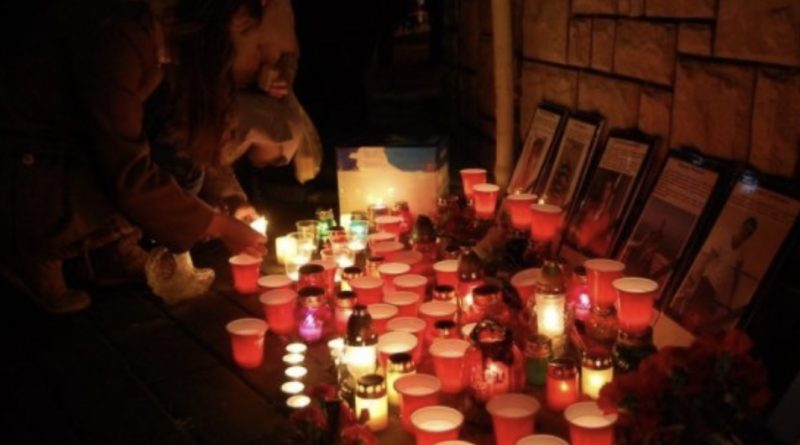 В центрі України трагедія: мешканці масово зносять лампадки та квіти до місця, де сталася жахлива біда із 7-річним Андрійком (ФОТО)