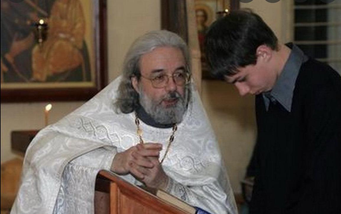 Він підійшов до священика і сказав: — Я більше не прийду до церкви! Священик запитав: — Чому? Хлопець відповів..