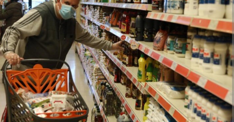 Не витримав: вчора ввечері я зайшов у магазин, обираючи товари, звернув увагу на… (ФОТО)