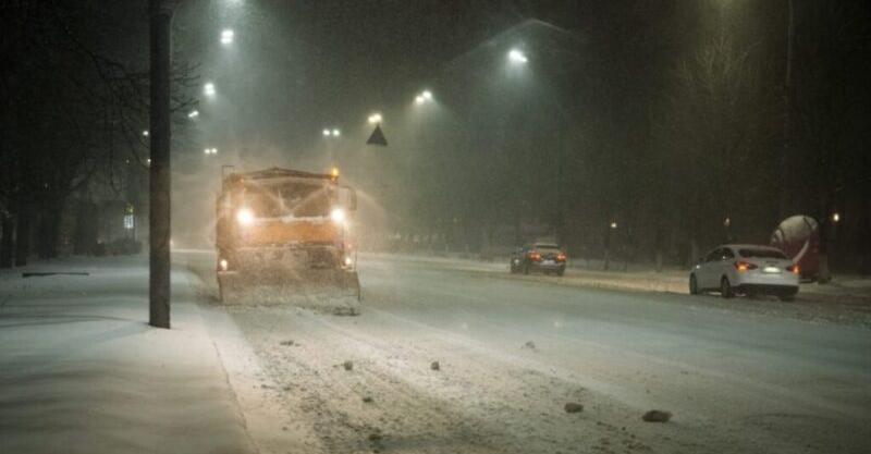 """""""Мете та засипає снігами"""":прямо зараз в Україну нагрянула справжня зима..Перші фото"""